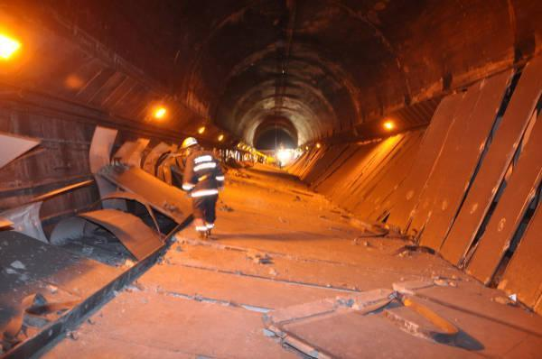 Sasago-tunnelens kollaps