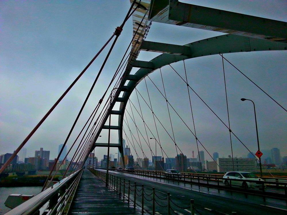 På en bro i Osaka (2015)